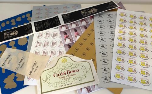 cataloghi Biglietti da Visita Cartoline e Inviti Cartelline Notes Buste Volantini e Flyer Pieghevoli Locandine adesivi